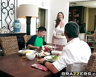 Brazzers.com - milfs like it large - kendras thanksgiving stuffing scene starring kendra lust and jordi el