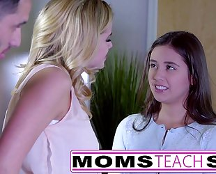 Momsteachsex - showing my legal age teenager daughter how to engulf large wang