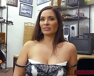 Brunette sophie leon sucks bigcock in the pawnshop