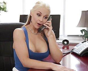 Sarah vandella cheats with her stepson - glamorous indecent