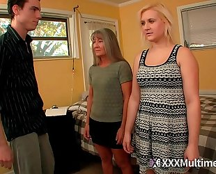 Female training step mamma leilani lei and sister fifi foxx