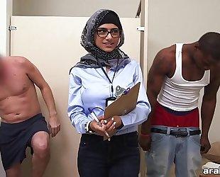 Mia khalifa the arab pornstar measures white penis vs black schlong (mk13768)