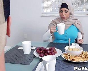 Mia khalifa usando el hiyab (http://bit.ly/2lgja41)