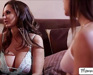Midnight cum-hole play with slutty ladies abella and ava
